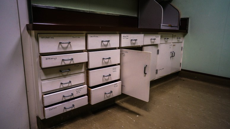 Operating theater equipment drawers
